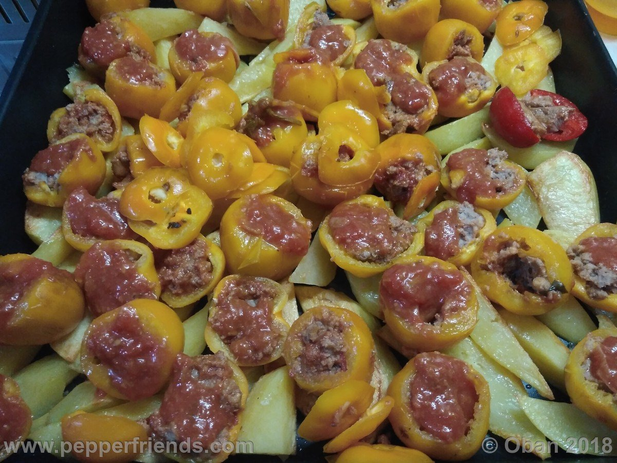 Rocoto Relleno Con Polpette Di Carne - 03.jpg